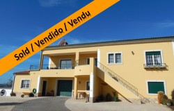 SOLD // 4 Bed detached Villa with swimming pool and lake views for sale near Tomar, central Portugal