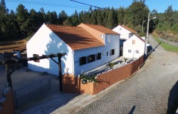 Well presented 4/5 Bedroom Country Cottage  (2 bed fabulous self contained apartment) with generous size land & workshop