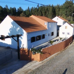 Well presented 4/5 Bedroom Country Cottage  (2 bed fabulous self contained apartment) with generous size land & workshop at 3250 Alvaiázere, Portugal for 159000