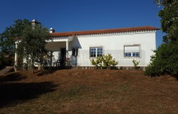 A four bedroom country house with 5600 sqm of land for sale near Tomar, Central Portugal