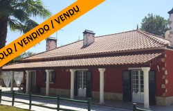 A three bedroom house with a large garage and well estabilished garden for sale near Tomar, central Portugal.