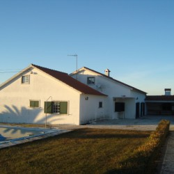 A nicely kept 7 bed family home with swimming pool for sale near Tomar, central Portugal at Tomar for 185000