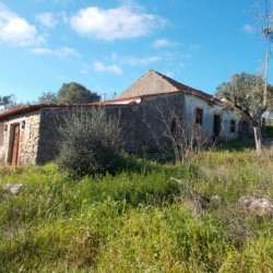 A stone house in need of some work with beautiful views over the hills for sale near Tomar, central Portugal at Tomar for 55000
