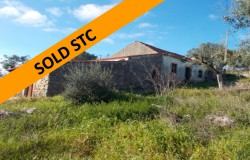 SOLD STC // A stone house in need of some work with beautiful views over the hills for sale near Tomar, central Portugal
