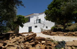 NEW PHOTOS // A stylish and contemporary house with top of the market finishings and lake views for sale near Tomar, central Portugal