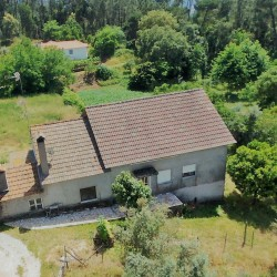 Detached 3 bedroom country house, basement to convert, quite location, 2 storage annexes and car port. at Alvaiázere, Portugal for 89950