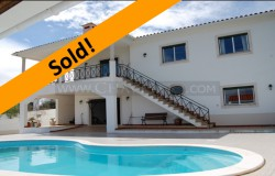 A beautiful property with undisturbed views of the lake for sale near Tomar, central Portugal