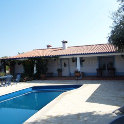 An enchanting bungalow situated on a hilltop with panoramic views and a swimming pool for sale near Tomar, Central Portugal. at Tomar for 237000