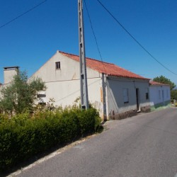 A nice country property with land, storage space and well for sale near Tomar at Tomar for 35000