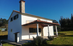 A fully restored country property in a lovely location for sale near Ferreira do Zêzere
