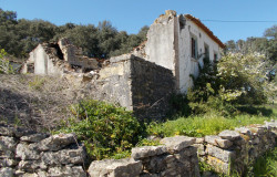 A beautiful ruin with an annex situated in a popular village for sale near Ferreira do Zêzere and Tomar