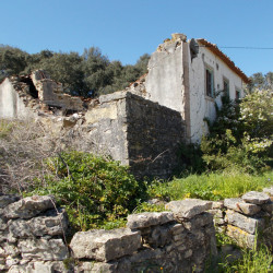 A beautiful ruin with an annex situated in a popular village for sale near Ferreira do Zêzere and Tomar at Ferreira do Zêzere for 25000