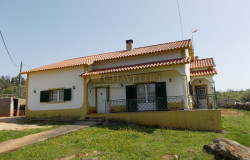 REDUCED // A 3 bedroom bungalow with a good size plot for sale near Ferreira do Zêzere and Tomar