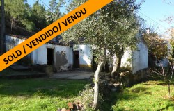 Old stone house for renovation with 7740 sqm of land for sale near Abrantes, Central Portugal