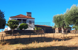 PRICE REDUCTION! // A proud old stone house looking for someone to fall in love with it for sale near Tomar, central Portugal