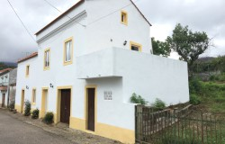 Beautiful 2 bedroom house with land for sale in Figueiro dos Vinhos