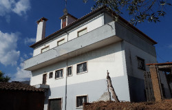 A spacious property with great curb appeal and within walking distance to the lake for sale in Central Portugal