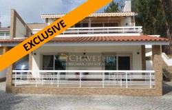 Semi-detached, modern three bedroom house only 300 meters from the shores of the Castelo do Bode lake.