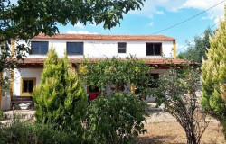 A bargain, ready to move into property with a walled garden for sale near Ferreira do Zêzere and Tomar