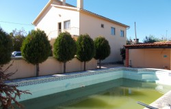 A two storey house with a swimming pool and just under 5500sqm of land for sale only 10 minutes outside of Tomar