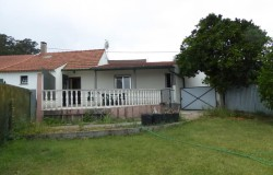 Semi detached two bedroom cottage with nice garden near Maçãs de Dona Maria for sale.