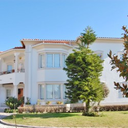 An exceptional manor house with generously spacious rooms and fabulous views over the town for sale in Tomar, central Portugal at Tomar for 490000