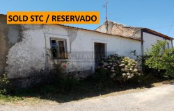 2 independent properties for sale with excellent countryside views just outside of Tomar