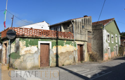 5 bedroom village house for renovation for sale near Miranda do Corvo
