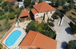 Detached 3 bed character stone house with established garden and pool for sale near Tomar