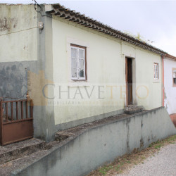 Semi-detached old stone house to renovate with garden located only 8 km away from Tomar, central Portugal at Tomar for 31000