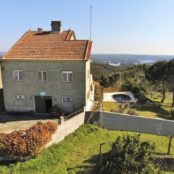 A large 3 story property with a swimming pool and lake views, ideal for equestrians for sale near Tomar at Tomar for 139000