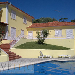A beautiful property with excellent lake views and a swimming pool for sale near Tomar at Tomar for 620000