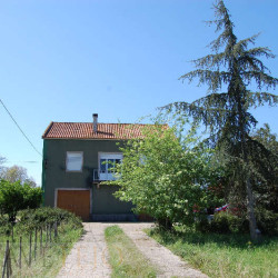 A large farm with a great plot for sale just on the outskirts of Tomar town, central Portugal at Tomar for 210000