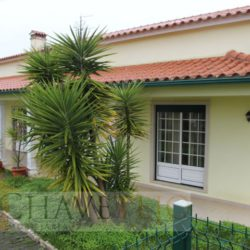 A modern 4 bedroom property with a good size garden for sale only 15 minutes outside of Tomar at Tomar for 199500