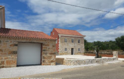 A country property renovated to a high standard with land and garage for sale near Tomar and Ferreira do Zezere