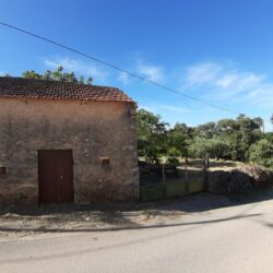 A quaint country property set in an idyllic spot in a popular village for sale near Tomar and Ferreira do Zêzere at Ferreira de Zêzere for 25000