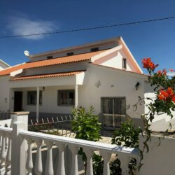 Spacious 3 bed Villa edge of village, with garage, gym, workshop, huge attic, water well and 1 acre of beautiful flat land with near Tomar at Tomar for 199000