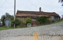 2-3 Bedroom house for renovation with lage garage, outbuildings and 1100m2 plot of land