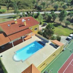 A fabulous villa in a great location with a swimming pool and tennis/basketball court for sale near Tomar at Tomar for 495000