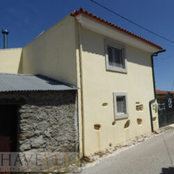 A modern two to three bedroom house located at the end of a small hamlet, 2,5 km from the market town of Vila Facaia. at Pedrógão Grande for 169000