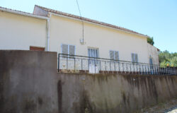 A country property in a habitable condition only in need of modernisation work for sale only 15 minutes from Alvaiazere