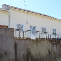 A country property in a habitable condition only in need of modernisation work for sale only 15 minutes from Alvaiazere at Alvaiazere for 60000