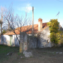 A bargain property with a small garden for sale only 20 minutes outside of Tomar. at Tomar for 28000