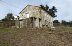 Old stone house with beautifully built walls, for sale in Cernache do Bonjardim