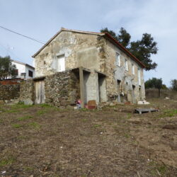 Old stone house with beautifully built walls, for sale in Cernache do Bonjardim at Cernache do Bonjardim for 42000