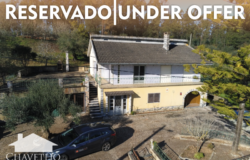 A unique property with two houses on the plot, bursting with potential, with excellent views and land for sale near Tomar and Ourem