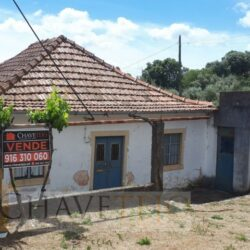 A rustic property set in a great location with excellent views for sale near Tomar and Ferreira do Zêzere at Tomar for 57000