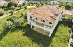 A luxury and modern property that you can still put your stamp on for sale right on the outskirts of Tomar.