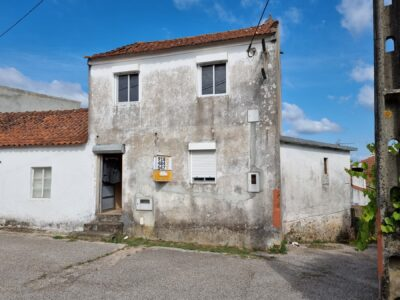 Two bedroom village house with garden for sale near Castelo do Bode Lake