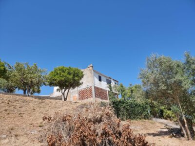 Old house to renovate only 2 minutes from Tomar